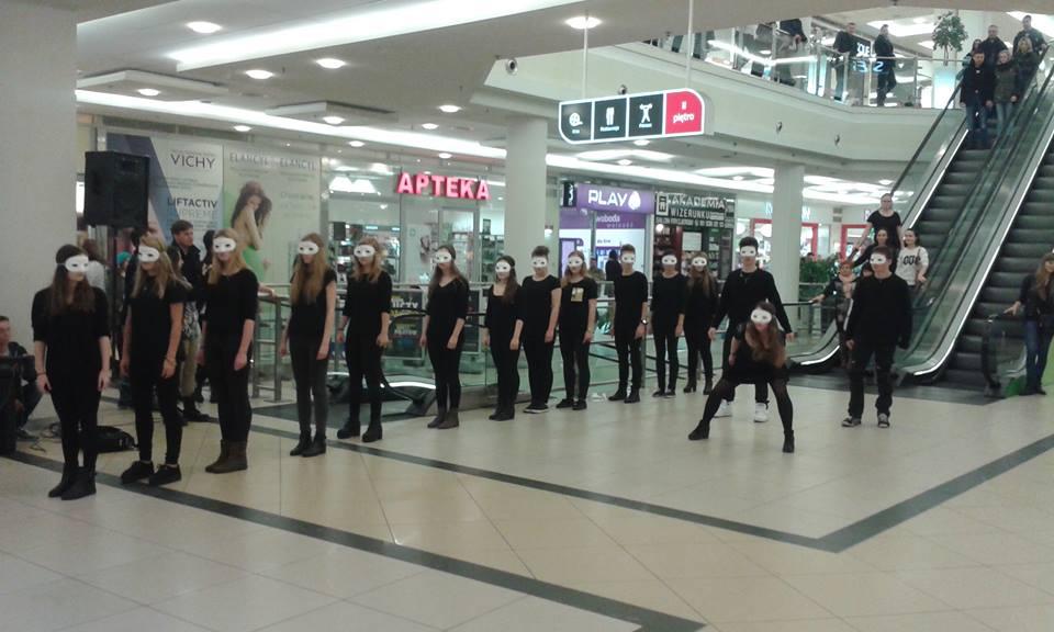 Flashmob Zwierciadeł oraz wystawa – Lublin Plaza
